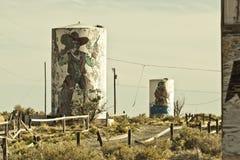 两杆枪沿路线66的鬼城 库存图片
