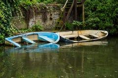 两条下沉的小船 免版税库存照片