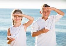 两条儿童origami小船 免版税库存照片