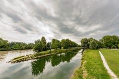 两条小河的合流 库存照片