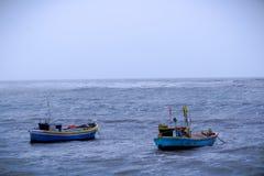 两条小船在孟买,印度附近的阿拉伯海 库存图片