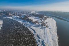 两条河的合流在冬天 免版税库存图片