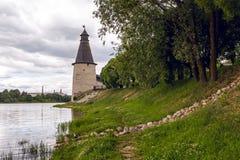 两条河的合流的,伟大普斯克夫克里姆林宫 库存照片