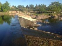 两条河的契合在Cosquin,科多巴,阿根廷 库存图片
