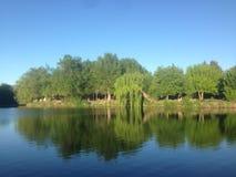两条河的契合在Cosquin,科多巴,阿根廷 库存照片