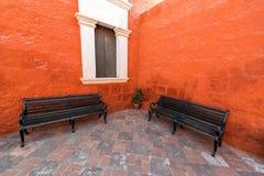 两条长凳在修道院里 库存照片