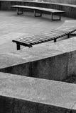 两条黑白长凳 库存图片