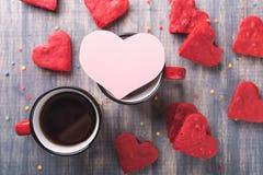 两杯咖啡在木背景的 免版税图库摄影