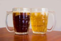 两杯啤酒 免版税库存照片