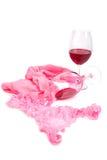 两杯在桃红色内裤附近的红葡萄酒 库存照片