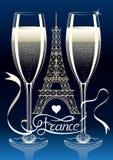 两杯在艾菲尔铁塔的背景剪影的香槟在巴黎 在磁带上的法国题字 库存照片
