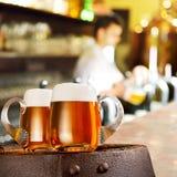 两杯在酒吧的啤酒 库存图片