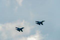 两架战斗机苏-27被投入的弯 免版税库存图片