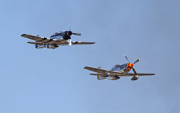 两架葡萄酒P-51野马战斗机 免版税库存图片