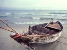 两栖小船渔夫船 免版税库存图片