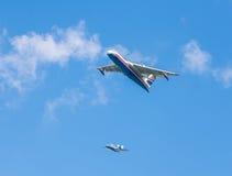 两栖飞机Beriev是200ES `牵牛星`,并且Beriev是103 ` Bekas ` 免版税图库摄影