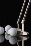 两根不同高尔夫球轻击棒和三高尔夫球 免版税图库摄影