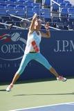 两次全垒打冠军维多利亚・阿扎伦卡为美国公开赛实践2014年在比利・简・金国家网球中心 免版税库存照片
