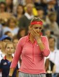 两次全垒打冠军维多利亚・阿扎伦卡哭泣,在她输掉了决赛在美国公开赛2013年反对小威廉姆斯后 免版税图库摄影