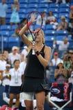 两次全垒打冠军Petra Kvitova在她的美国公开赛2015秒回合比赛以后庆祝胜利在亚瑟・艾许球场 库存图片