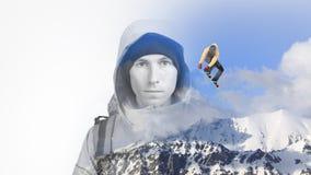 两次曝光作用摄影 一个年轻人的面孔与一个背包和山冬天环境美化与跳跃 库存照片