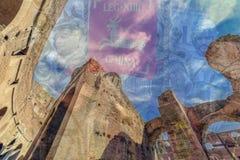 两次曝光有在罗马斗兽场里面的fisheye视图和罗马 免版税库存图片