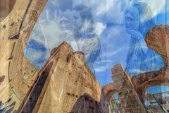 两次曝光有在罗马斗兽场里面的fisheye视图,罗马,它 库存照片