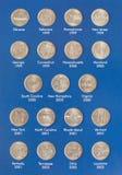 两毛五的汇集特写镜头视图在册页-货币收藏的25分硬币 库存图片