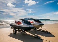 两水上艺术或喷气机滑雪不在操作在海滩 库存照片