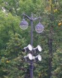两灯有另外的聚光灯的灯城市 库存图片