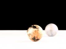 两球状自然石头 免版税库存照片