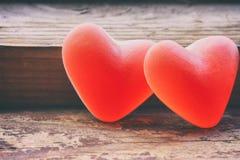 两甜点橘子果酱糖果心脏形状,华伦泰` s天 免版税库存图片