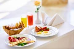 两的可口早餐在豪华旅馆 免版税库存照片