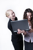 两看屏幕的妇女 免版税图库摄影