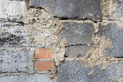 两红砖在灰色背景中 免版税库存照片