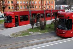 两红色因斯布鲁克电车 免版税图库摄影