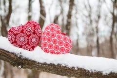 两红色心脏形状特写镜头照片  免版税图库摄影