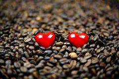 两红色心脏  免版税库存图片