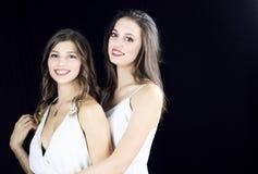 两美丽的少妇准备好党微笑 库存图片