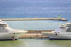 两艘客船准备好巡航 库存图片