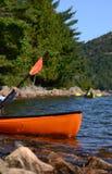 两艘皮艇在湖或河 库存图片