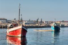 两艘老渔船在港口 库存照片