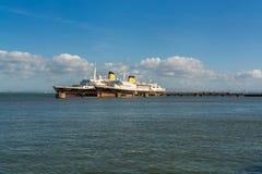 两艘老船在Parque das Nacoes在里斯本 免版税库存图片