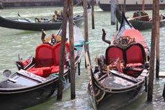 两艘长平底船威尼斯意大利 库存图片