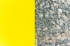 两色抽象背景 部分黄色和部分大理石 自然大理石背景纹理  库存照片