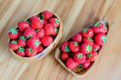 两草莓篮子  免版税库存照片