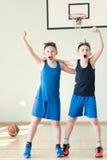 两蓝球运动员 免版税库存图片