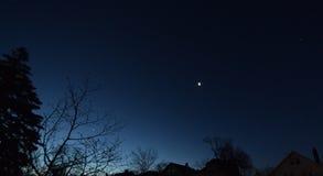两行星和月牙月亮 免版税库存照片