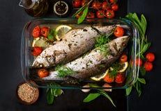 两被烘烤的雪鱼 免版税库存图片