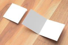 两褶的方形的小册子嘲笑在木背景 3D illustra 库存照片